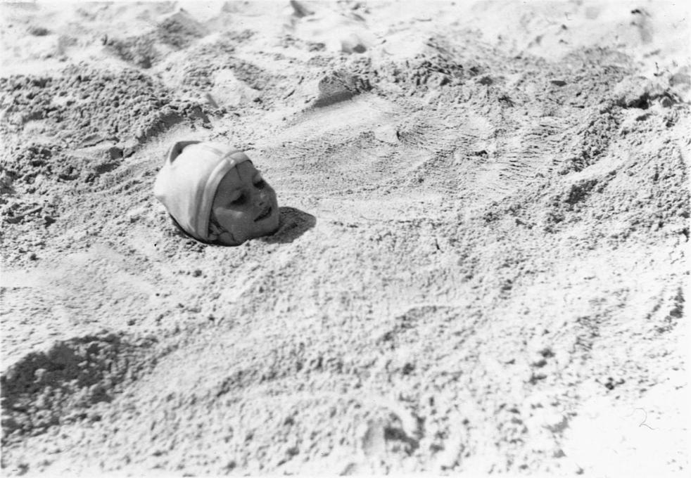 Head in Sand (girls: Ellen Paul Skelding